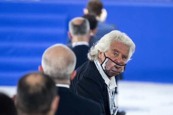 Grillo rivela il suo sogno: abolire il Parlamento e far usare a tutti Rousseau