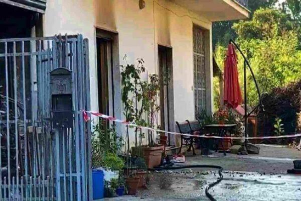 Incendio in casa, mette in salvo i fratelli ma muore asfissiata: tragedia in Campania
