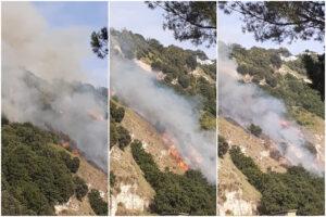 Napoli, brucia la collina dei Camaldoli: fiamme vicino alle abitazioni