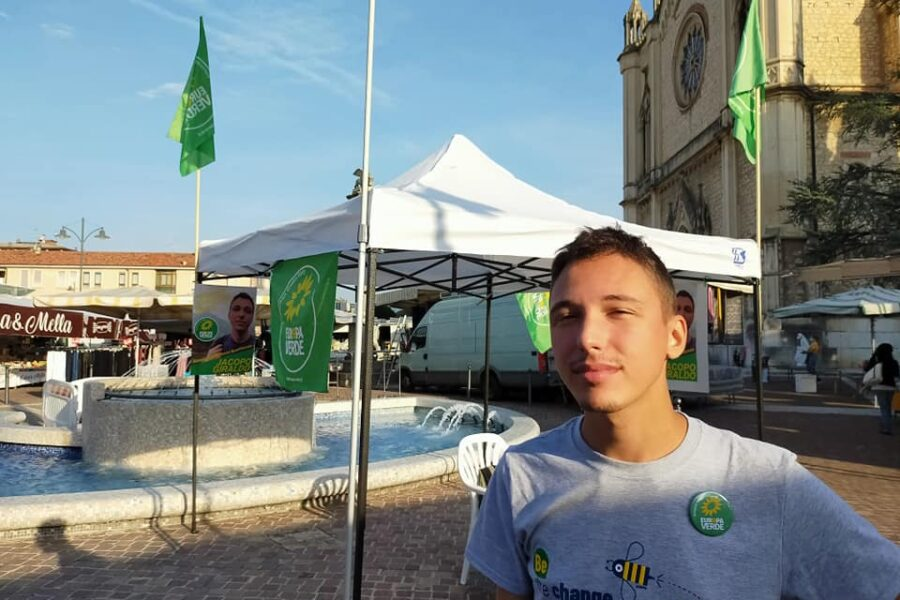 "Candidato di Europa Verde cosparso di gel disinfettante in piazza: ""Intimidazione da militanti di Fratelli d'Italia"""