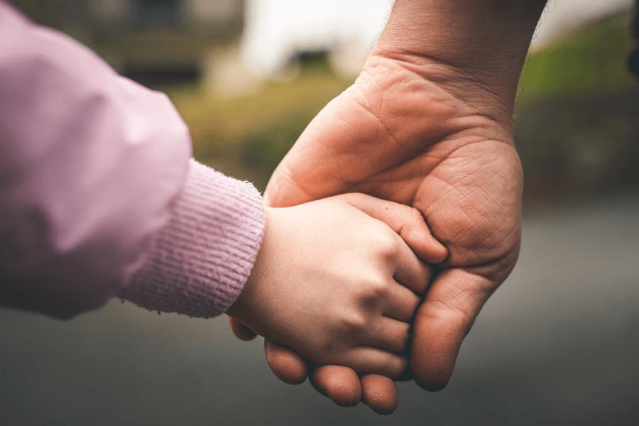 Alienazione parentale, la battaglia dei padri rifiutati
