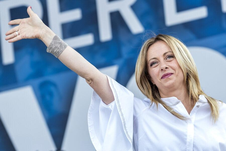 Giorgia Meloni nuova leader dei Conservatori europei: parte l'Opa su Salvini e il centrodestra