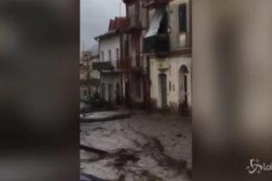 [VIDEO] Monteforte Irpino, il maltempo rende le strade fiumi di fango