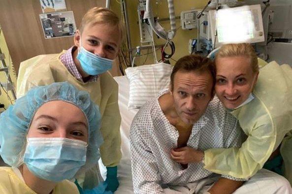 """Navalny vuole tornare in Russia: """"Respiro da solo, mi mancate"""""""