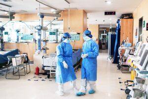 Coronavirus, lo Spallanzani accetta solo pazienti Covid: Abruzzo 'saturo' e a Napoli l'Asl sospende ricoveri non urgenti