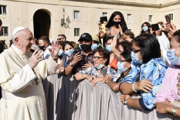 """Coronavirus, il monito di Papa Francesco: """"Sui vaccini emergono interessi di parte"""""""