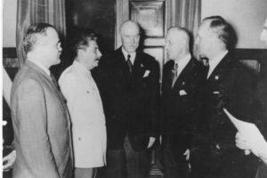 Storia del patto Ribbentrop Molotov, l'alleanza tra Hitler e Stalin