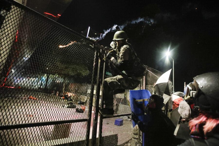 Incappucciato e in manette muore soffocato, nuove accuse alla polizia Usa