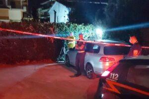 Neonato trovato morto in un'aiuola nel Salernitano, fermati i genitori
