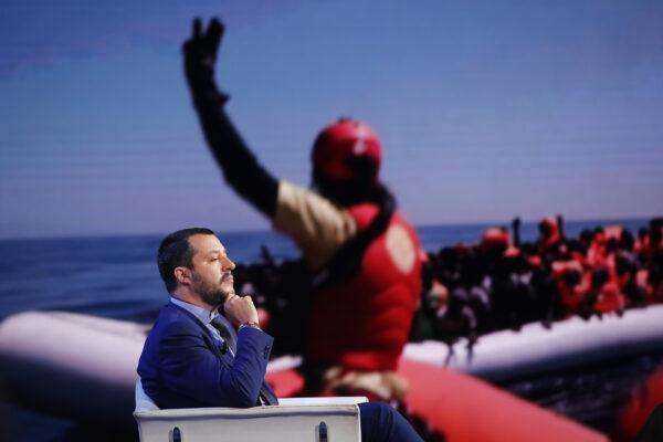 Decreti sicurezza, dopo un anno le leggi di Salvini sono ancora lì…