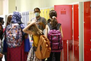 Niente scuola per Fabrizio, bimbo down costretto a casa perché manca l'insegnante di sostegno