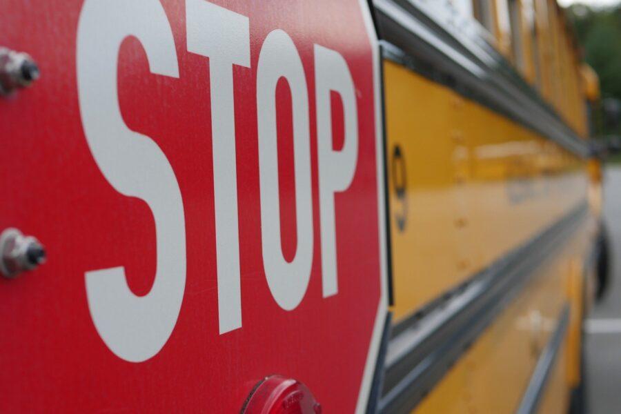 Muore a 4 anni investito dallo scuolabus, la tragedia sotto gli occhi della mamma