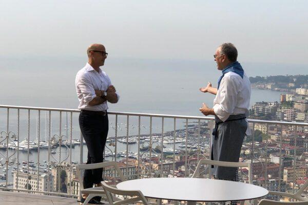 Il Premio Oscar Stanley Tucci sceglie Enzo Coccia de La Notizia per scoprire i segreti della pizza napoletana