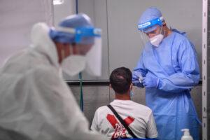 Coronavirus, l'Rt sfiora il 3: il dato conta anche gli asintomatici