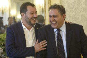 """Salvini sulla graticola, Toti contro il leader della Lega: """"Incapace di gestire la coalizione, va per conto suo"""""""