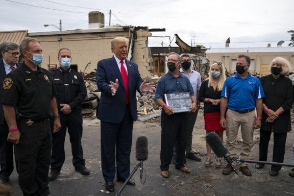 """Trump a Kenosha difende la polizia e attacca i manifestanti: """"Terrorismo interno"""""""