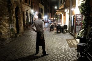 Foto Mauro Scrobogna /LaPresse 23–10-2020 Roma , Italia Cronaca Vigilia del lockdown notturno Nella foto: strade e luoghi di ritrovo semideserti in una Roma  che si prepara al lockdown notturno  Photo Mauro Scrobogna /LaPresse October 23, 2020  Rome, Italy News Eve of the night lockdown In the photo: semi-deserted streets and meeting places in a Rome preparing for the night lockdown