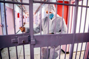 """Covid nelle carceri, l'allarme del garante Ciambriello: """"Sempre più detenuti positivi, che aspettiamo a vaccinarli?"""""""