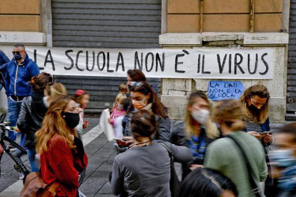 """A Scampia Chi rom e…chi no continua le attività educative e scende in piazza: """"Scuole chiuse spauracchio del fallimento di un sistema"""""""