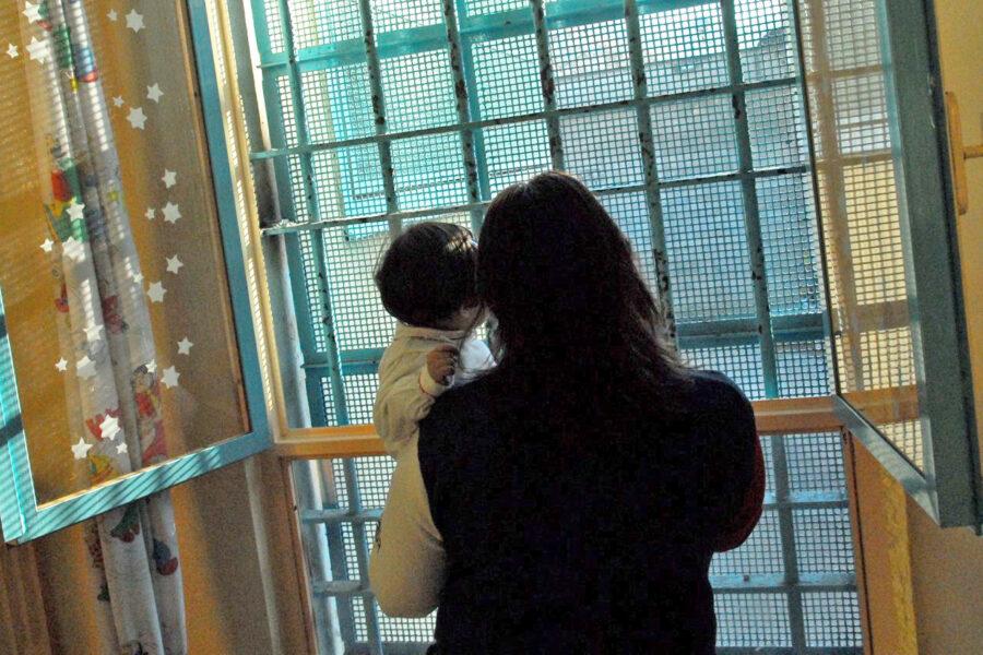 I sentimenti dei detenuti calpestati dalla politica: niente trasferimenti, visite e spazi per bambini
