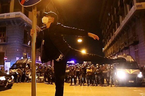 """Danilo, la protesta a passo di danza: """"Preferirei lavorare e non dover chiedere il bonus per far respirare la mia anima"""""""