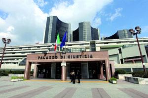 Il Palazzo di Giustizia di Napoli non può essere un ring per giudici e avvocati