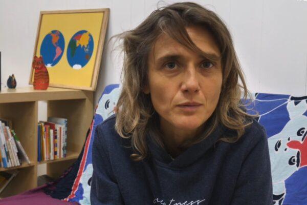 """Che cos'è l'Homeschooling, la scuola alternativa praticata in famiglia: """"Così formiamo i nostri bimbi"""""""