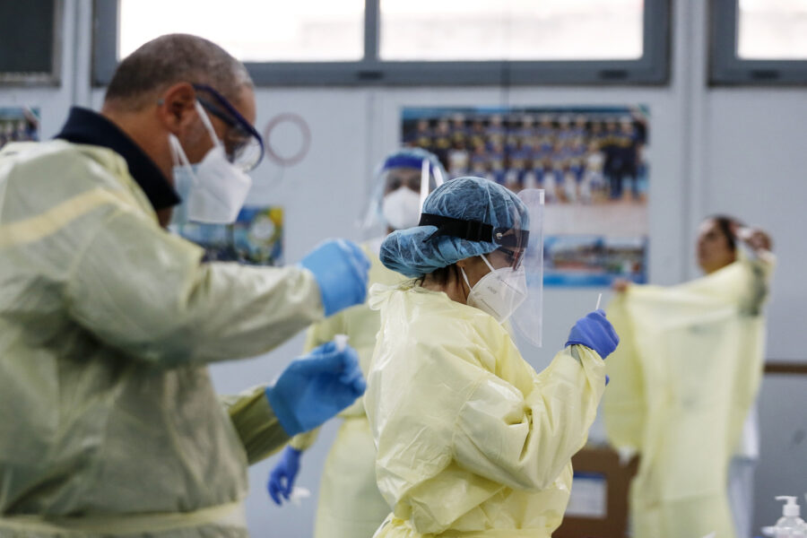 Coronavirus, l'allerta di Gimbe sui contagi: +42% in una settimana, da luglio più che decuplicati