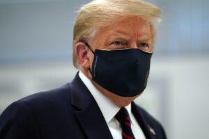 Trump ricoverato in ospedale: il presidente positivo al coronavirus ha febbre e tosse