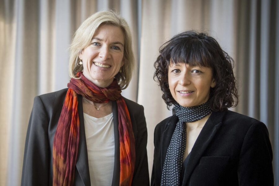 Nobel per la Chimica, premiate le ricercatrici del taglia-incolla del Dna