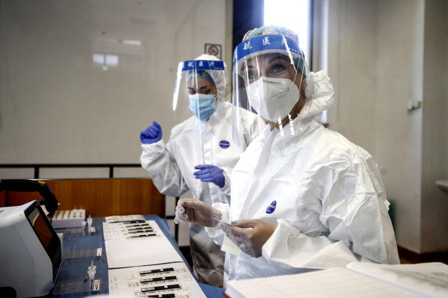 Coronavirus, crescono i contagi: i positivi sfiorano gli 11mila e 47 morti. Aumentano le terapie intensive