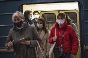 """Europa, il virus accelera ed è colpa della quarantena: """"Non funziona come dovrebbe"""""""