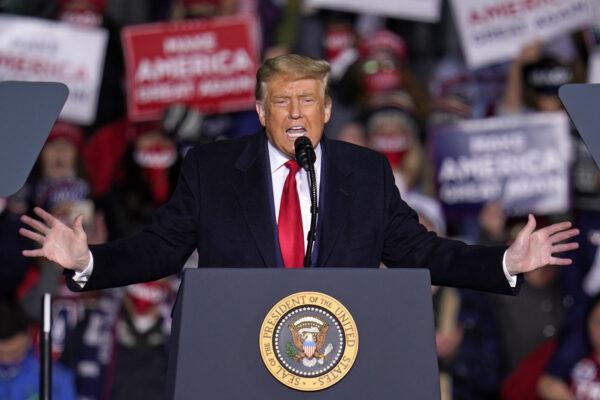 """Trump ancora nel mirino, l'accusa al presidente: """"Gonfiate le sue donazioni benefiche"""""""