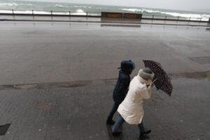 Finisce l'anticipo di primavera, in Campania torna l'allerta meteo per temporali e vento