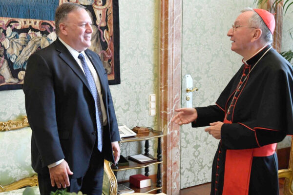 Papa Francesco dribbla Trump, il blitz di Pompeo diventa un autogol