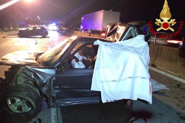 Dramma sulla E45, schianto tra auto: due morti e sette feriti