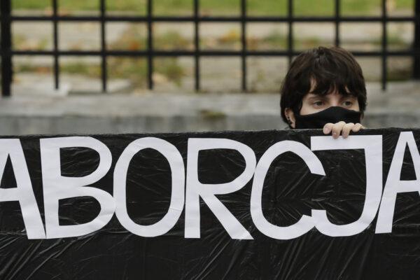 Dalla Polonia nuovo colpo ai diritti delle donne: aborto vietato anche in caso di malformazioni del feto