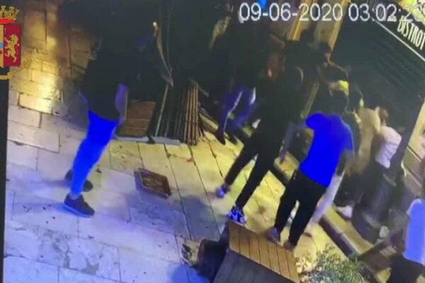"""""""Africani di m…., qui non dovete stare"""", raid razzista del branco contro migranti: arresti a Marsala"""