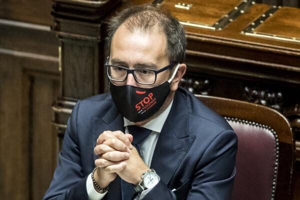 Appello al ministro Bonafede: più braccialetti elettronici per risolvere l'emergenza sanitaria in cella