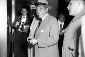 Storia d'Italia, 1957: dall'Euratom all'omicidio di Albert Anastasia