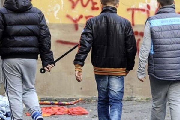Tuscolano, baby gang in azione: rapinato 26enne in monopattino