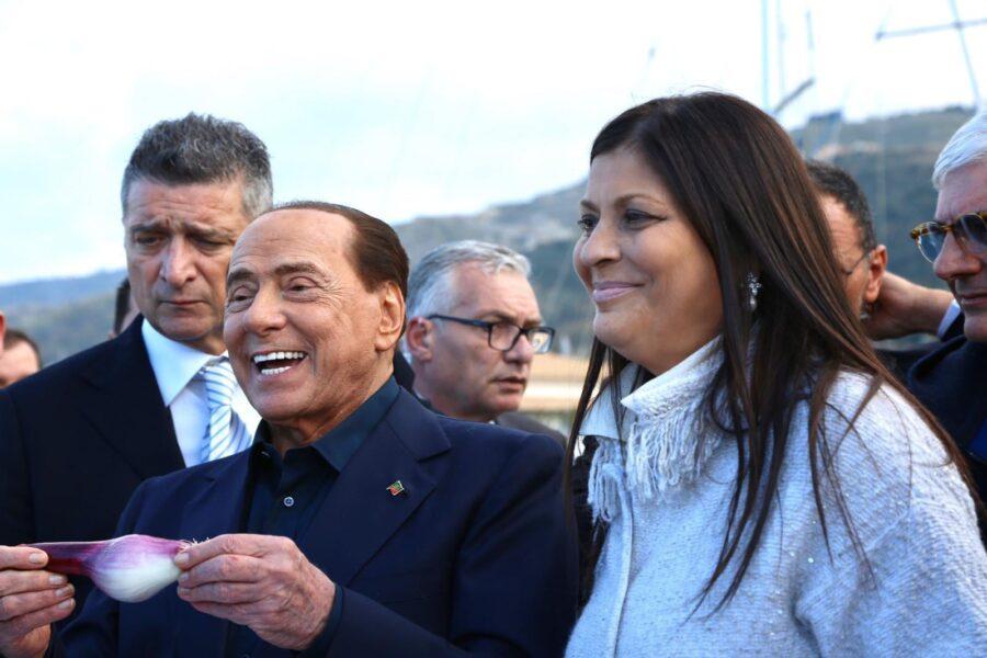 """Jole Santelli """"lascia un vuoto incolmabile"""", la reazione di Berlusconi e dei politici alla tragica scomparsa della governatrice"""
