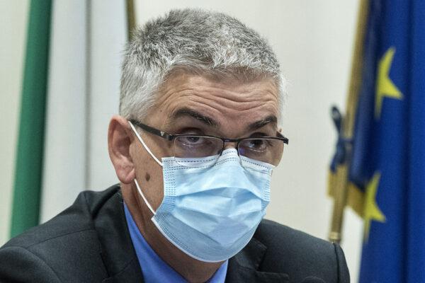 """Coronavirus, l'allarme di Brusaferro: """"Indice Rt oltre 1 in tutte le Regioni, età media dei contagiati di 40 anni"""""""