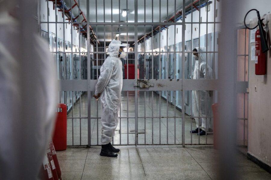 Spazi per isolare i positivi in carcere, così si evita il dilagare del Covid