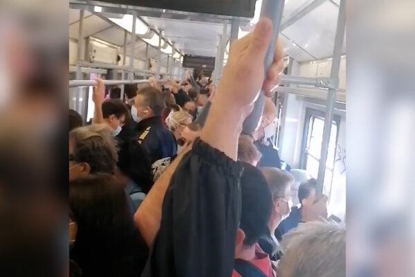 """Sardine sui mezzi pubblici, rischio contagio a Napoli. De Gregorio: """"Così anche a Milano e Venezia"""""""