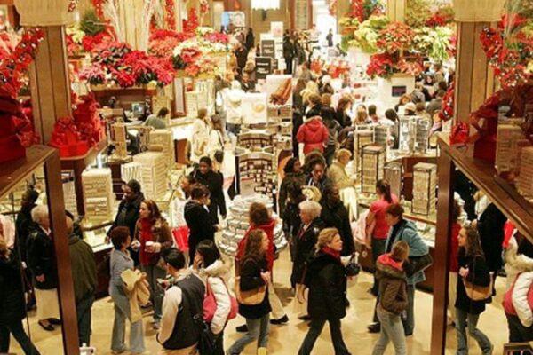 Dpcm di Natale, cosa riaprirà col nuovo decreto: bar, negozi e spostamenti tra regioni