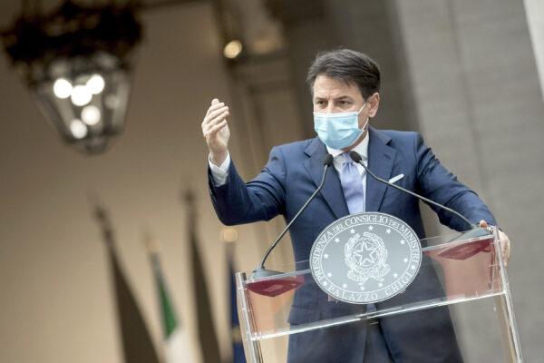 Decreto Ristori, gelo nel governo: fronda dei ministri contro Conte
