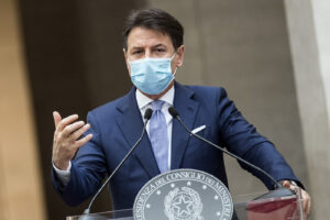 Foto Roberto Monaldo / LaPresse 25-10-2020 Roma Politica Palazzo Chigi – Il Presidente del Consiglio Giuseppe Conte illustra il nuovo Dpcm con le misure contro l'emergenza Covid-19 Nella foto Giuseppe Conte  Photo Roberto Monaldo / LaPresse  25-10-2020 Rome (Italy)  Chigi palace – Press conference of the Prime Minister Giuseppe Conte on the new Prime Minister's Decree  In the pic Giuseppe Conte
