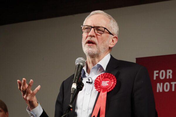 Jeremy Corbyn cacciato dal labour perché antisemita