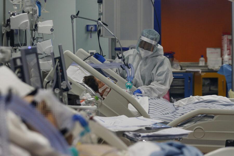 Coronavirus, 331 decessi e 32.616 nuovi contagi in 24 ore: numeri alti in Lombardia, Campania e Piemonte